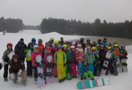 Děti ze ŠSK na snowboardu