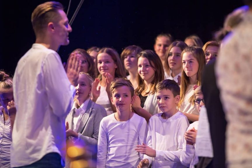 Koncert Ondřeje Rumla se sborem žáků ZŠ NMNM, L. Čecha 860